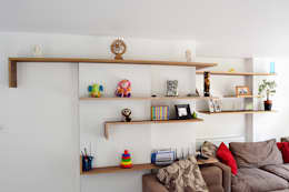 Walnut faced plywood shelves: modern Living room by Satish Jassal Architects