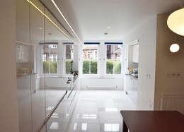 Dinning room: modern Dining room by Satish Jassal Architects
