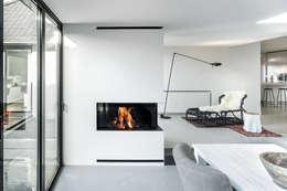 Hoekhaard: minimalistische Eetkamer door Boley