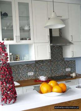 Kuchnia z barkiem: styl , w kategorii Kuchnia zaprojektowany przez Izabela Widomska Interiors