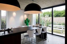 Projekty,  Kuchnia zaprojektowane przez GUILLAUME DA SILVA ARCHITECTURE INTERIEURE