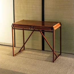 Ingresso, Corridoio & Scale in stile in stile Moderno di Acacia Negra Art Furniture