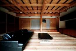 ห้องนั่งเล่น by 建築設計事務所 山田屋