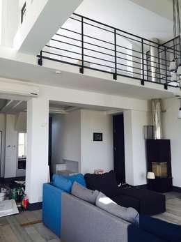 apartament Mokotów Warszawa dwa poziomy 150 m 2: styl , w kategorii Salon zaprojektowany przez livinghome wnętrza Katarzyna Sybilska