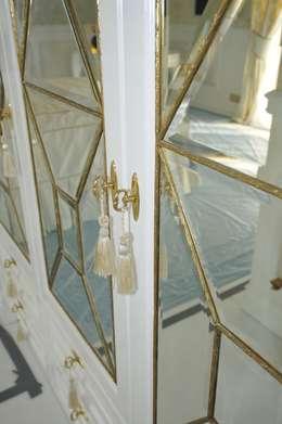 LUKSUSOWY APARTAMENT NAD MORZEM: styl , w kategorii Sypialnia zaprojektowany przez livinghome wnętrza Katarzyna Sybilska