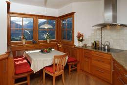 Projekty, rustykalne Domy zaprojektowane przez Thoma Holz GmbH