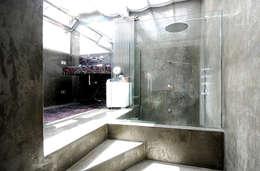 moderne Badkamer door humusstudio
