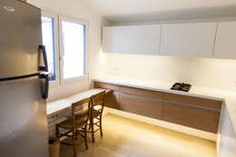 Loft Paris: Cuisine de style de style Moderne par Lise Compain