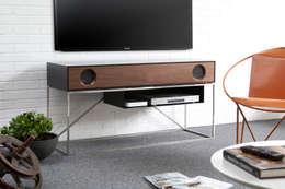 Sala multimedia de estilo  por Symbol Audio