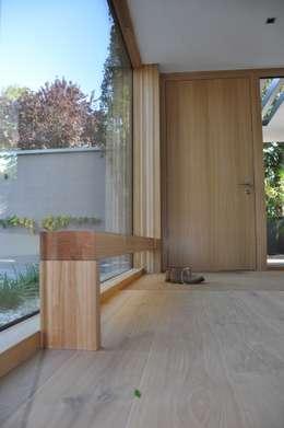 Corridor & hallway by Neugebauer Architekten BDA