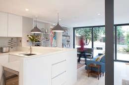 moderne Woonkamer door S&Y Architects