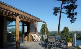 La terrasse domine la Loire : Maisons de style de style Moderne par Gilles Cornevin SARL