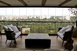 Vaiano e Rossetto Arquitetura e Interiores: klasik tarz tarz Balkon, Veranda & Teras