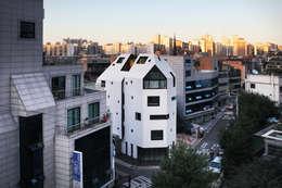 하얀집 White house: designband YOAP의  주택