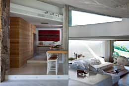 Cozinhas minimalistas por Studio Marastoni
