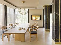 «Золотая резиденция в поселке Репино» 600м. кв.: Столовые комнаты в . Автор – FullHouseDesign