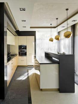 «Золотая резиденция в поселке Репино» 600м. кв.: Кухни в . Автор – FullHouseDesign