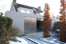 minimalistische uitbouw: minimalistische Huizen door Joris Verhoeven Architectuur