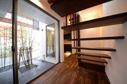 brise_soleil: ANTENNA DESIGNが手掛けた玄関・廊下・階段です。