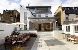 Terrace by Thomas de Cruz Architects