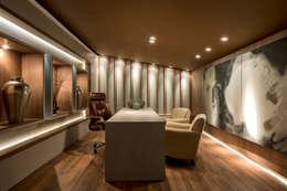Loft de 250m²: Escritórios  por Riskalla & Mueller Arquitetura e Interiores