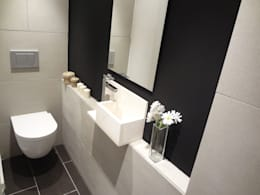 Aseo: Baños de estilo moderno de davidMUSER building & design