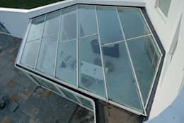 villa Almere Overgooi, glazen serre: moderne Serre door Florian Eckardt - architectinamsterdam