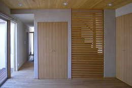 東中沢の家: 環境創作室杉が手掛けた和室です。