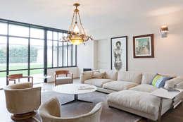 Maison à Francheville: Salon de style de style Moderne par Tymeno