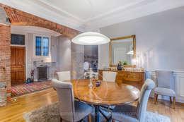 Visite privée d'un appartement haussmannien: Salle à manger de style de style Classique par Sandrine RIVIERE Photographie