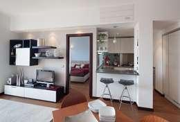 Salas / recibidores de estilo moderno por gk architetti  (Carlo Andrea Gorelli+Keiko Kondo)