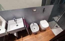 Bagno di servizio: Bagno in stile in stile Moderno di gk architetti  (Carlo Andrea Gorelli+Keiko Kondo)
