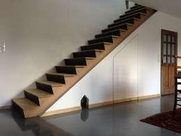 minimalistic Corridor, hallway & stairs by Atelier Tresan