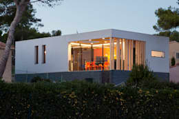 Photo de la villa après travaux: Maisons de style de style Moderne par Kaboom Architecture