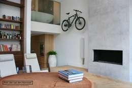 modern Living room by Piet-Jan van den Kommer