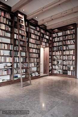 Bibliotheek Woonboerderij: landelijke Mediakamer door Piet-Jan van den Kommer