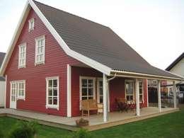Projekty, skandynawskie Domy zaprojektowane przez Akost GmbH  'Ihr Traumhaus aus Norwegen'