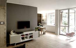 Private Flat: Soggiorno in stile in stile Scandinavo di Moodern