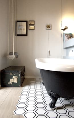 Private Flat: Soggiorno in stile in stile Eclettico di Moodern