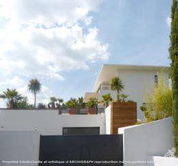 Réalisation contemporaine dans le pays d'Aix: Maisons de style de style Moderne par ARCHIGRAPH