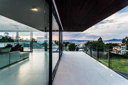 Patios & Decks by JOBIM CARLEVARO arquitetos