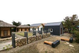 서측면 전경: 201 Architects의  주택
