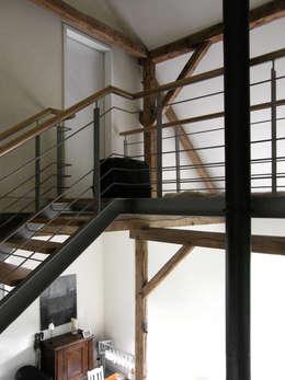Gang en hal door Lecke Architekten