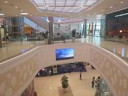 transparency : Centres commerciaux de style  par mb architects