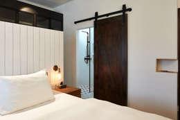 Scandustrial Theme: industrial Bedroom by Eightytwo Pte Ltd