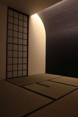 大きな土間空間のある家(横須賀の家): 大島功市建築研究所 一級建築士事務所が手掛けた寝室です。