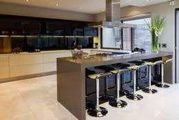 modern Kitchen by Nico Van Der Meulen Architects