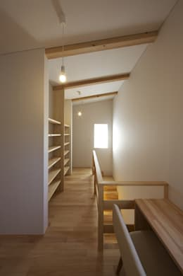 尾張旭の家: 五藤久佳デザインオフィス有限会社が手掛けた廊下 & 玄関です。