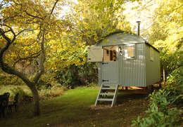 Jardins rústicos por Roundhill Shepherd Huts