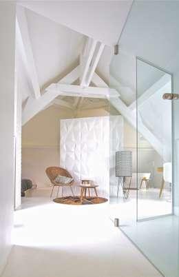 ST MAUR TOWNHOUSE : Chambre de style de style Classique par Kalb Lempereur